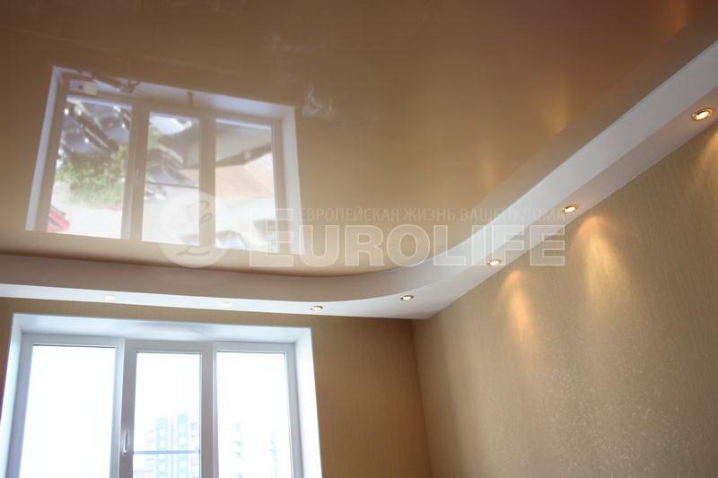 Глянцевый (лаковый) натяжной потолок ПВХ.