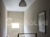 Классический матовый натяжной потолок над лестницей в частном доме