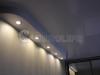 Двухуровневый натяжной потолок в спальне с подсветкой декоративного панно (на момент съемки не установлено). Встраиваемые светильники в нижнем уровне имеют возможность регулировки по наклону.