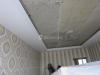 Двухуровневый потолок ПВХ с конструкцией под углом 45 градусов и внутренней подсветкой