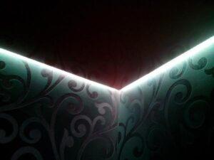 черный парящий потолок