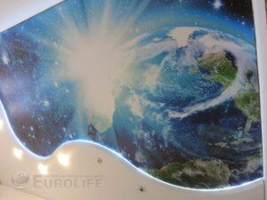 Планета Земля на потолке