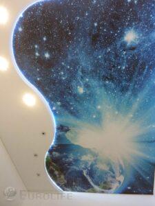 Космос с Землей на натяжном потолке