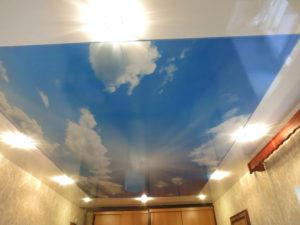 Имитация двухуровневого потолка фотопечатью