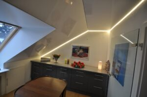 подсветка потолка мансарды