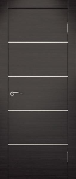 Контраст венге и металлического цвета вставок делают интерьер более выразительно строгим.