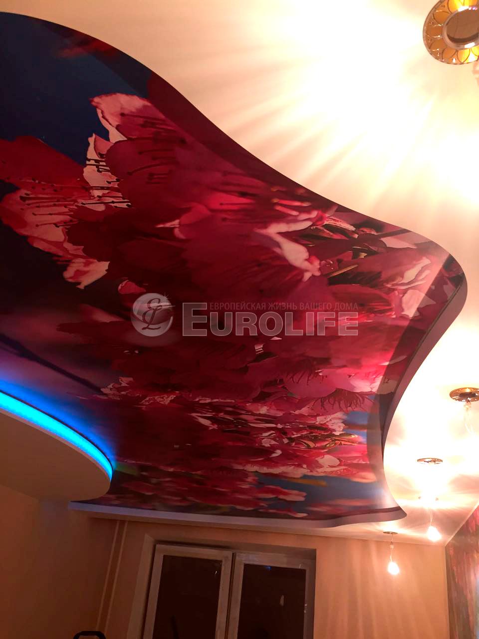 Готовый потолок с торцевой подсветкой