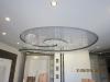 Глянцевый натяжной потолок без шва внутри гипсокартонной конструкции.