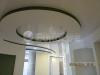 Глянцевые натяжные потолки в качестве декоративного элемента в интерьере.