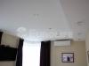 Тканевый натяжной потолок в гостиной комнате