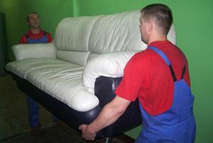 Нужно ли освобождать комнату от мебели при установке натяжного потолка?