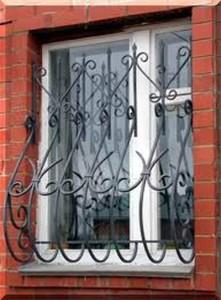 Можно ли устанавливать пластиковое окно без демонтажа решеток?