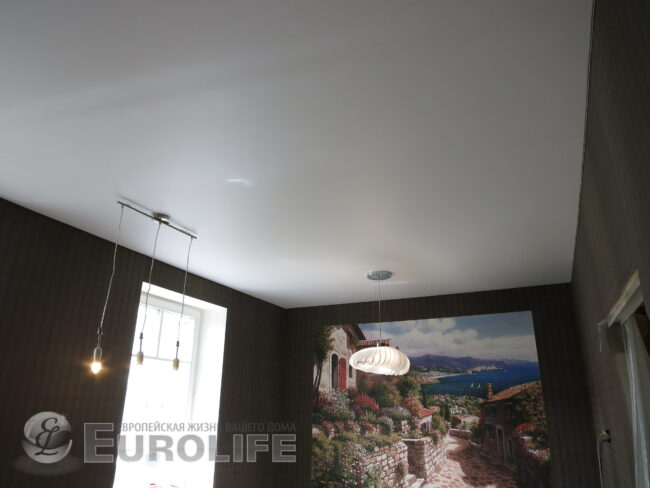 Натяжной белый потолок в интерьере