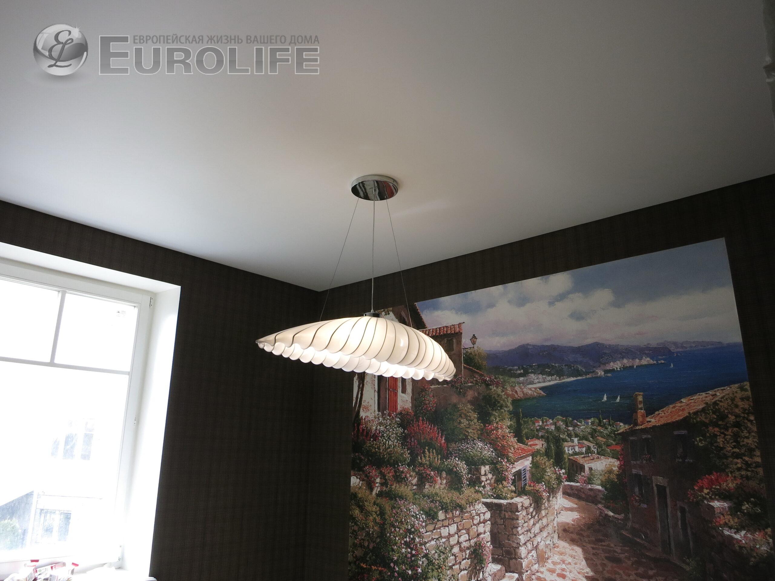 Может ли простой натяжной потолок смотреться красиво?