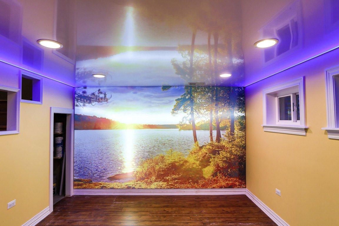 Отражение в лаковом потолке