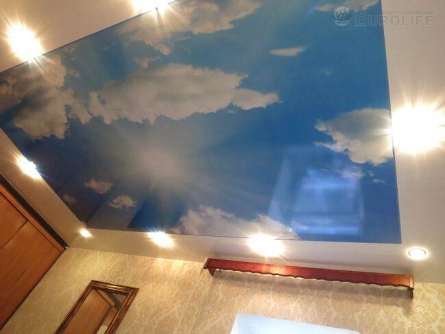 Фотопечать на потолке с отступом по периметру