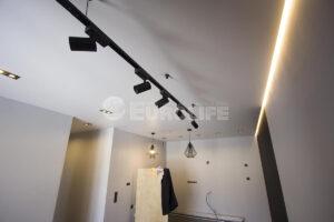 Натяжные потолки с идеальным прилеганием к стене