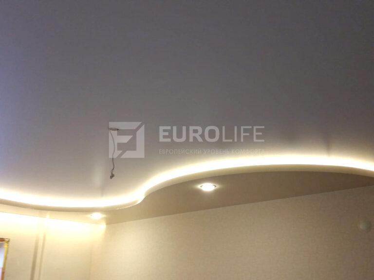 Двухуровневый потолок волной