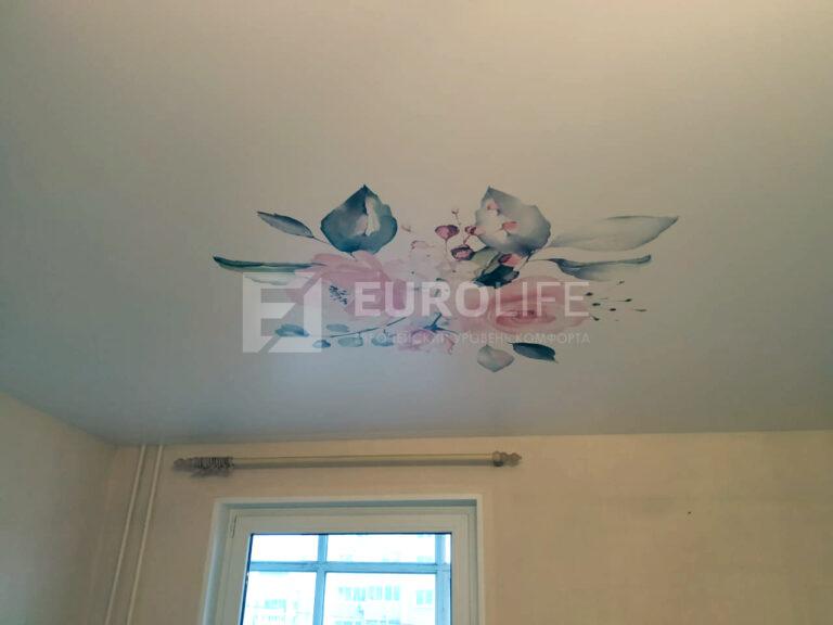Фотопечать цветов на потолке увеличивает сроки монтажа на три-четыре дня, а настроение остаётся навсегда