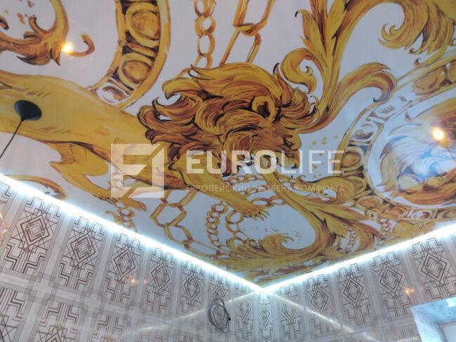 Внутренний угол парящего потолка - обратите внимание на отражение ленты, свечение всегда будет продолжаться в плитке