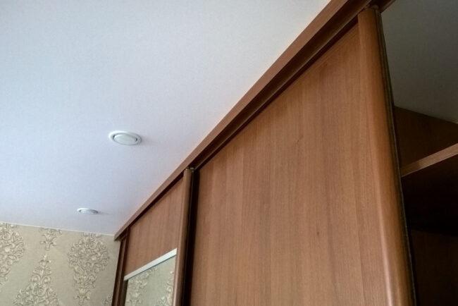 Шкаф под самый потолок