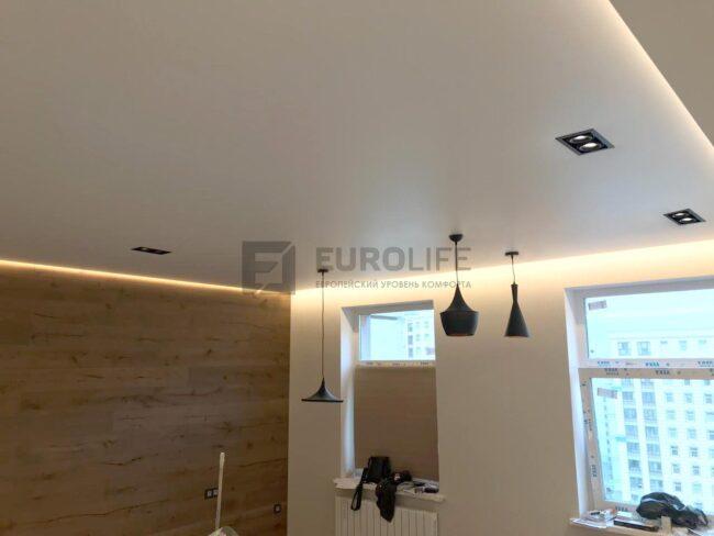 Достойный набор, потолок PONGS, подсветка LUMKER, окна VEKA