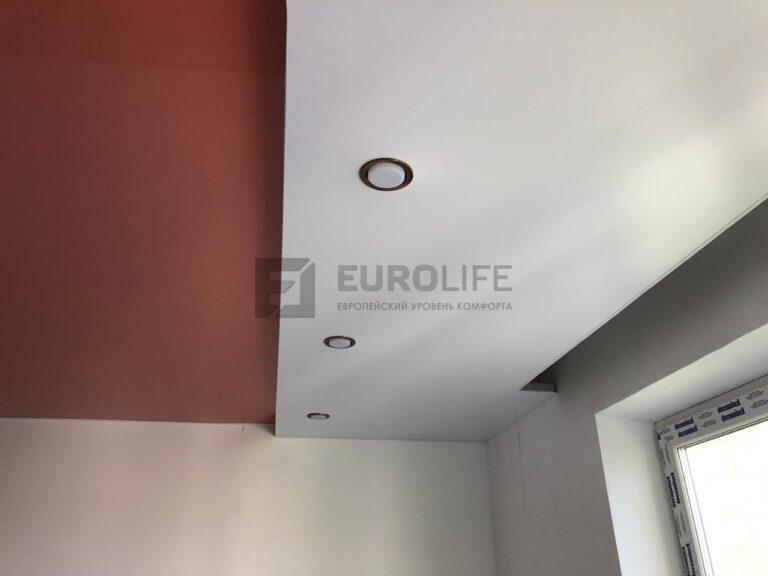 Двухуровневый потолок с нишей для скрытого карниза без окутывания