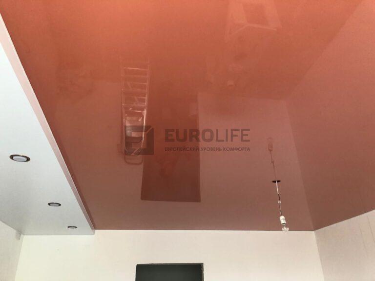 Натяжной потолок готов, осталось повесить люстру