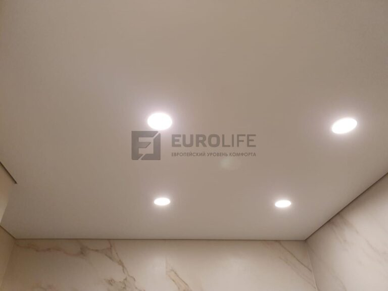 Натяжной потолок без канта на специальном теневом профиле