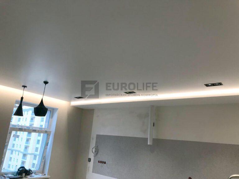 Парящий потолок с тёплой подсветкой
