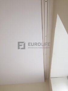 двухрядный карниз в скрытой нише натяжного потолка