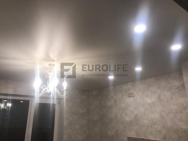 монтаж натяжных потолков во всей квартире обычно заканчивается вечером