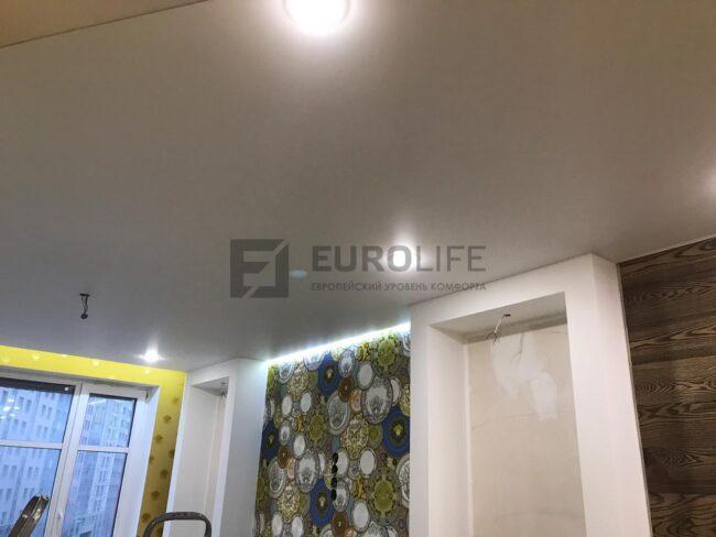 подсветка зоны ниши под телевизор и шторы
