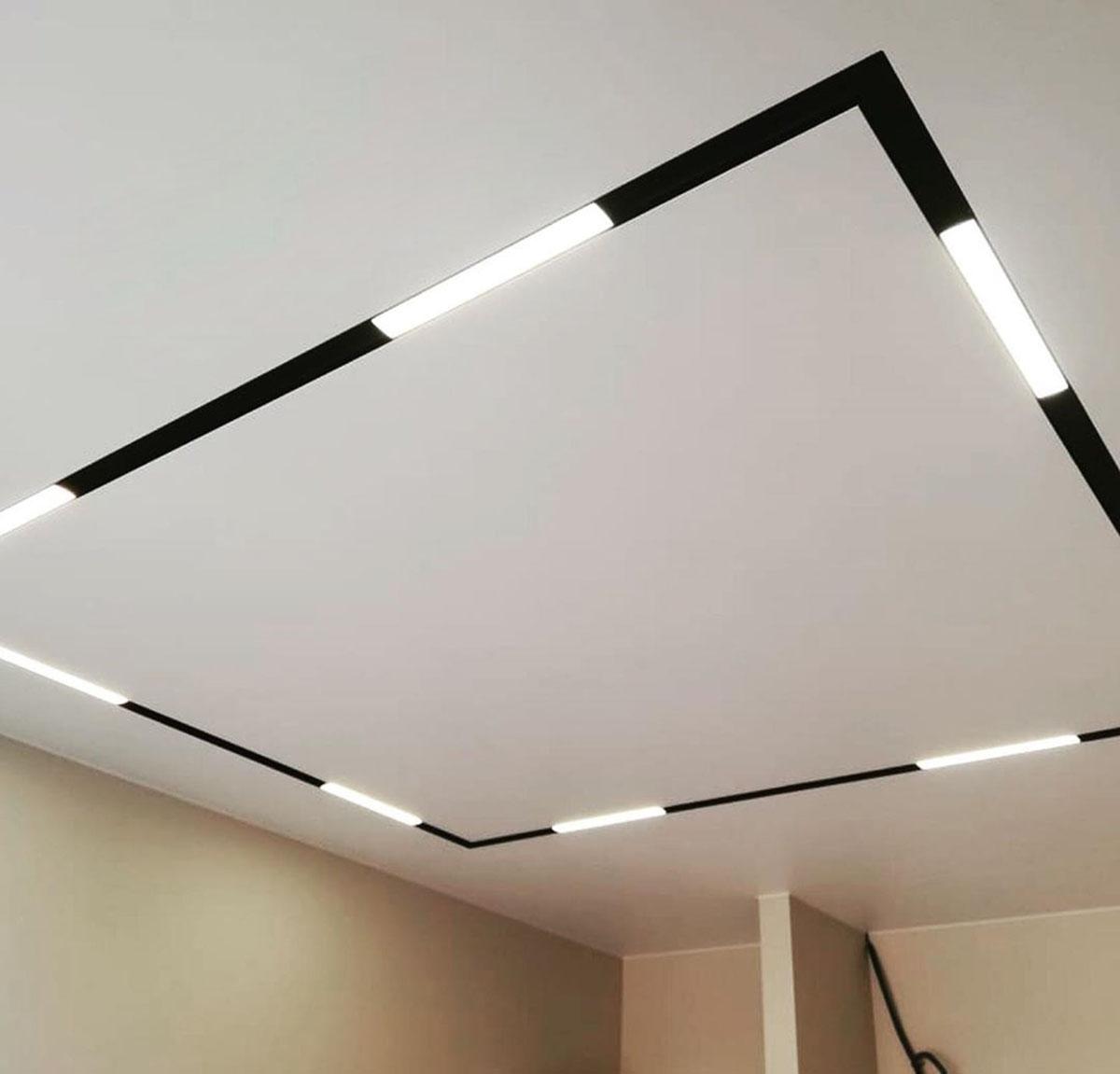черный SLOTT со светильниками во включенном виде
