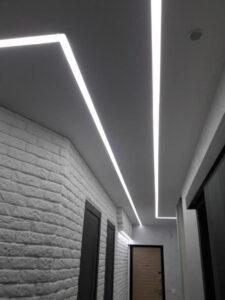 световые линии SLOTT в коридоре