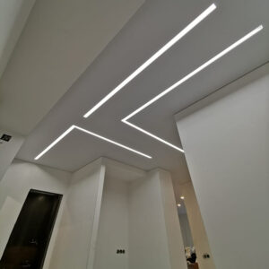 световые линии слотт в коридоре