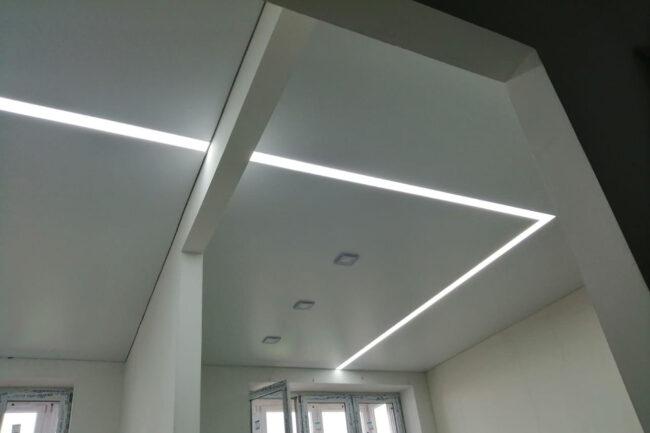 теневой потолок со световой линией