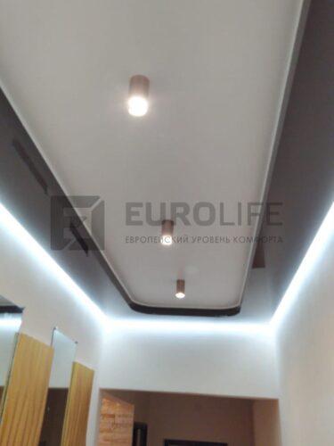 В коридоре на потолки 5 квм достаточно 3 таких светильника, если есть доп. подсветка.