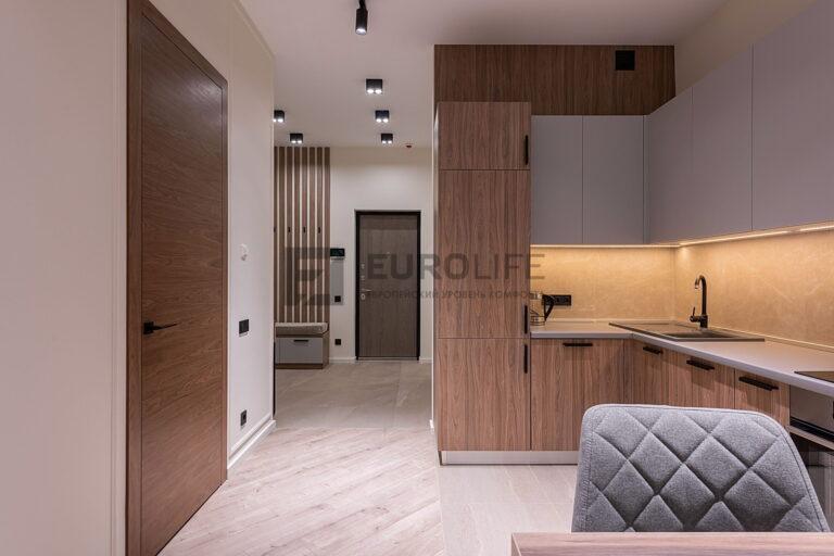 бесшовный сатиновый потолок на кухне и в коридоре