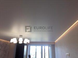 Натяжной потолок с теплой контурной подсветкой по периметру