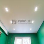 белый матовый потолок eurokraab со скрытым карнизом