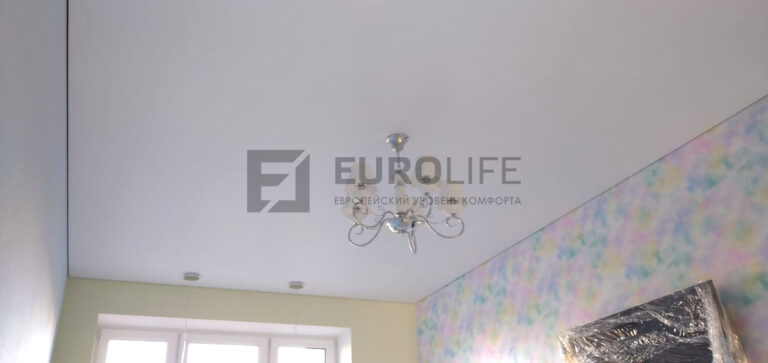 белый матовый потолок eurokraab в детской