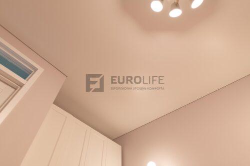 белый матовый потолок на теневом профиле еврокраб