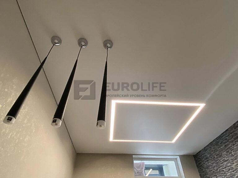 Теневой потолок eurokraab с 3 подвесами и квадратом из световых линий slott