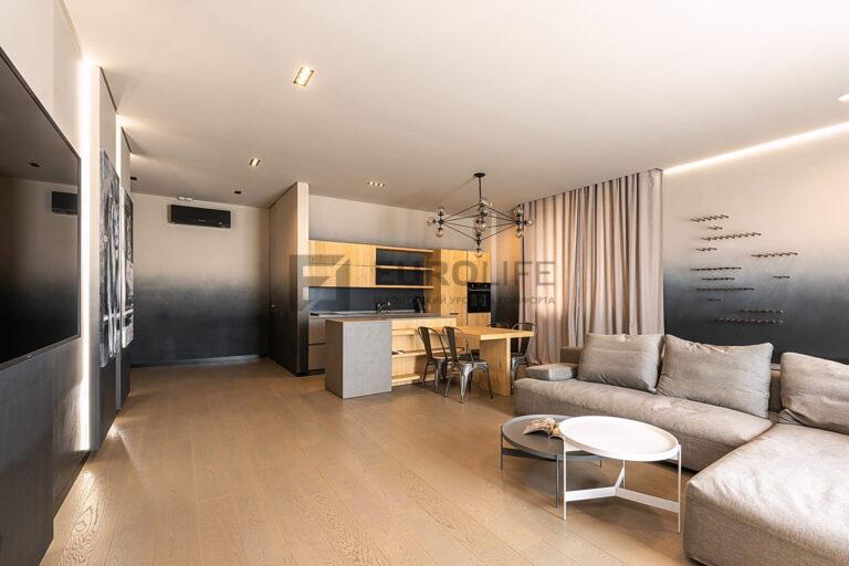 теневой потолок с парящей подсветкой и скрытым карнизом в квартире
