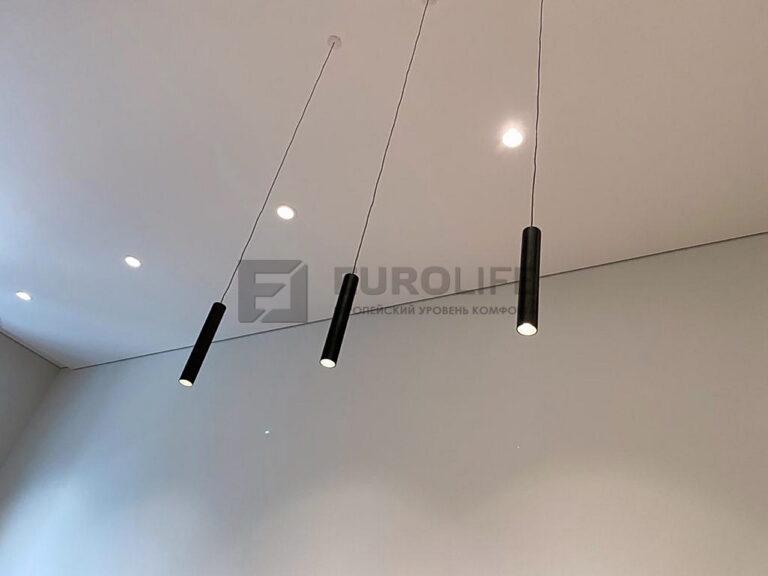 Теневой потолок со светильниками и подвесами диаметром 30мм