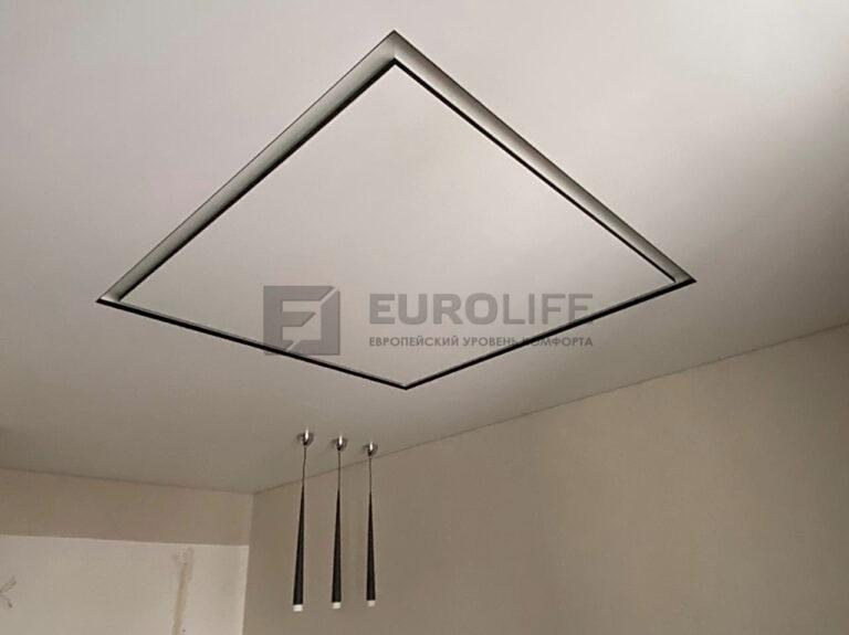 Черно белый slott в виде квадрата как ниша для подсветки потолка