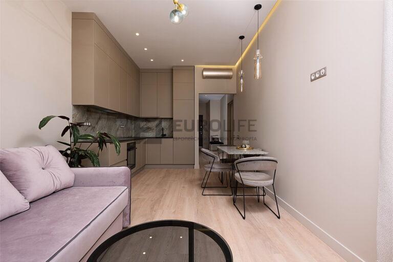 сатиновый парящий потолок на кухне