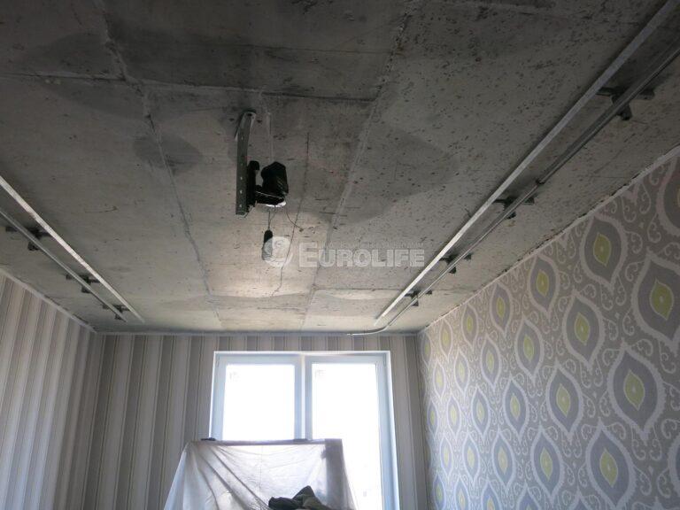 Двухуровневый потолок ПВХ с конструкцией под углом 45 градусов и внутренней подсветкой1