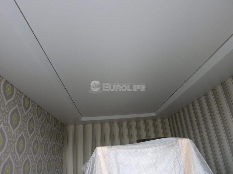 Двухуровневый потолок ПВХ с конструкцией под углом 45 градусов и внутренней подсветкой11